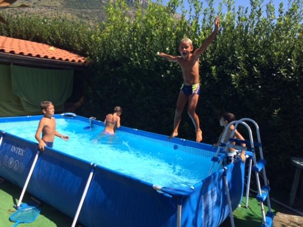 La piscina in giardino blog family - Bagno in piscina in gravidanza ...
