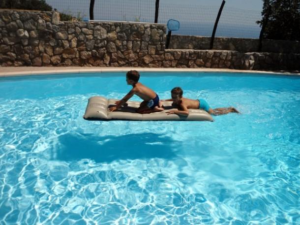 La piscina per i bambini blog family - Bambini in piscina a 3 anni ...