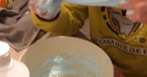 Come fare lo slime con i bambini