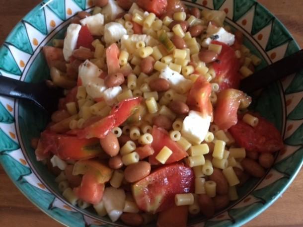 Pasta all'insalata con legumi
