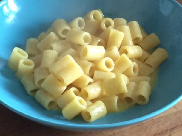 Pasta-cacio-formaggio-pepe-uova-napoletana