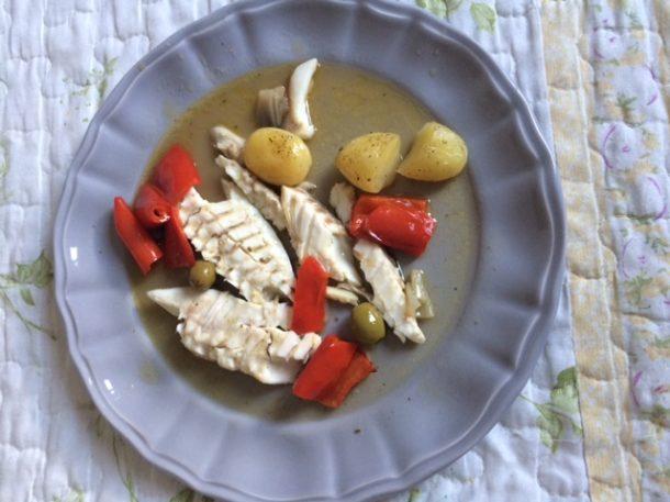 Pesce al forno peperone e scalogno
