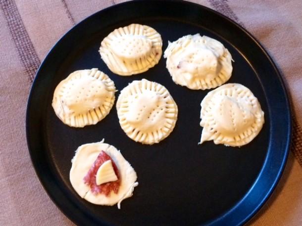 Panzerotti ripieni di prosciutto e formaggio