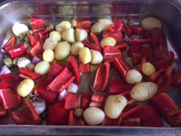 peperone, patate, olive, scalogno