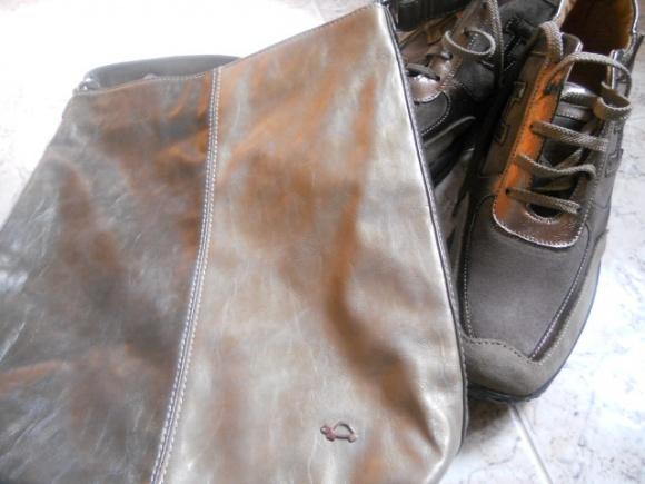 p.s. vi piacce il mio nuovo set scarpe borse  Sembrano uguali vero  Invece  sono comprati in negozi differenti e in momenti diversi. d4cf28e8d02